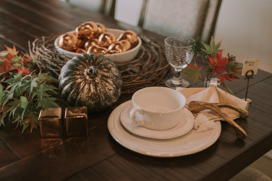 rustic-trades-furniture-miko-and-boone-thanksgiving-table-decor